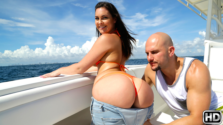 Captain Stabbin Brittany Shae in Shes Got The Juice video – Captain Stabbin